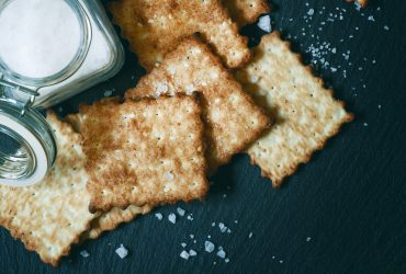 Are saltine crackers vegan?